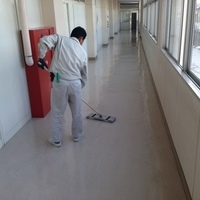 県立高校様の床定期清掃のサムネイル