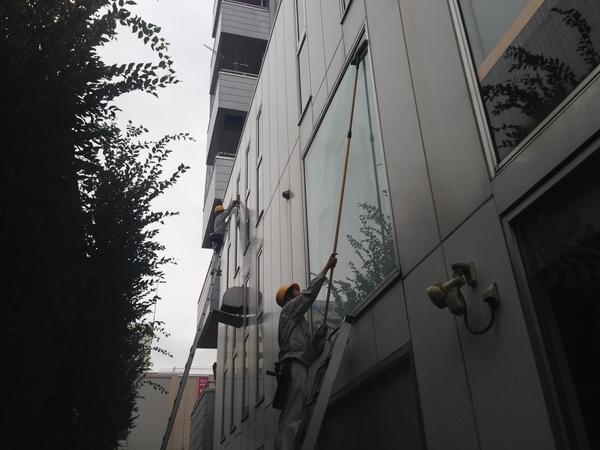 高所窓ガラス清掃 群馬県高崎市 駅前ビル様のサムネイル