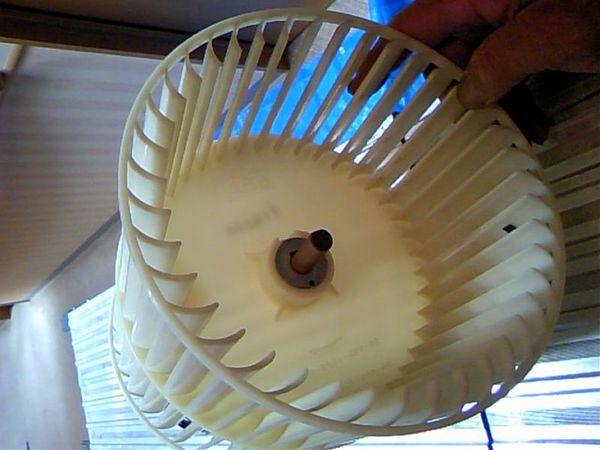 エアコンクリーニング天吊型、シロッコファン清掃後(群馬県高崎市、事務所6年使用)のサムネイル